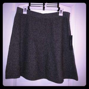 🌹 NWT Tahari Size L Grey Skirt w/ Side Zipper 🌹